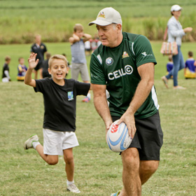 Sarla-rugby-legends-training-with-kids